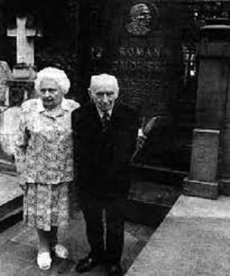 Leon wraz z siostrą Marią przed grobem Romana Dmowskiego